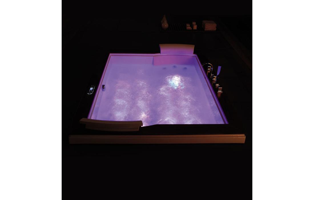 vasca idromassaggio ventotene dettaglio cromoterapia