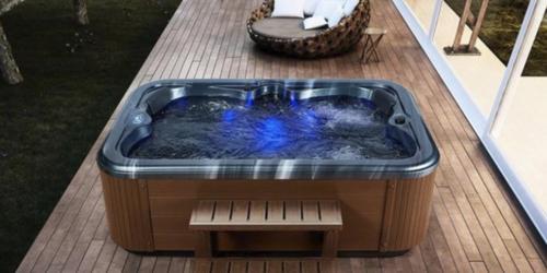 La minipiscina in giardino per una vera spa all'aperto